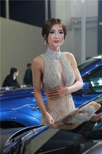 广州车模真空装_盘点北京车展让你hold不住的美艳薄纱透视装车模-商