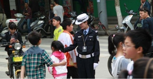 陕西最美女交警组图 读书频道