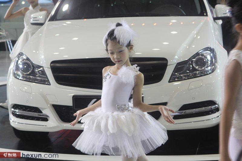 萝莉/2012成都车展超萌萝莉小车模(1/36)