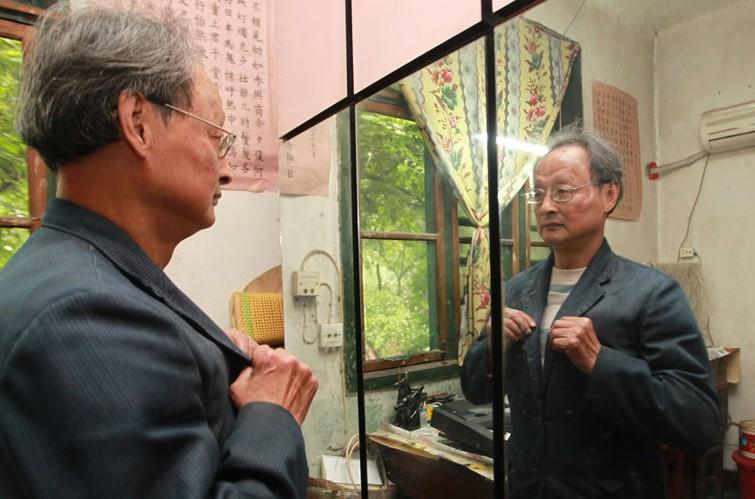 重庆74岁老教授征婚 要求女方30岁以下长相好(组图)
