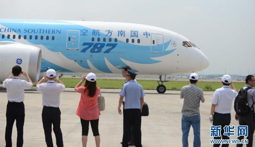 南航举办中国首架波音787梦想飞机接机仪式(组图)