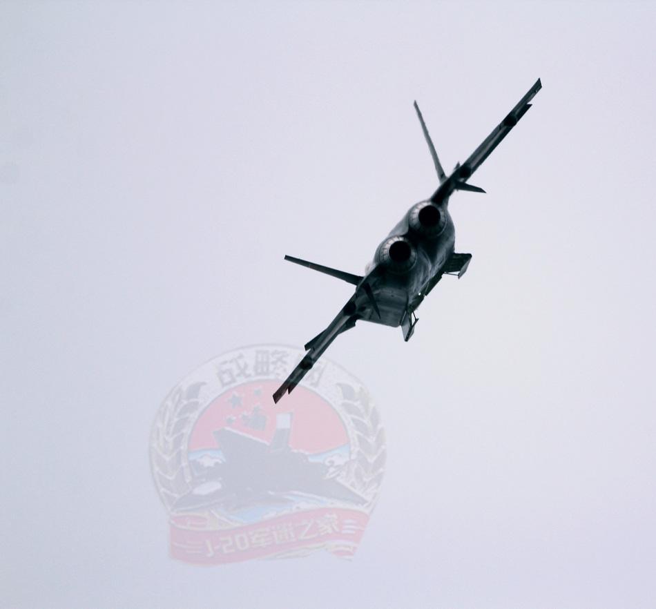 歼-20是由中国成都飞机设计研究所设计,中国成都飞机工业公司制造的
