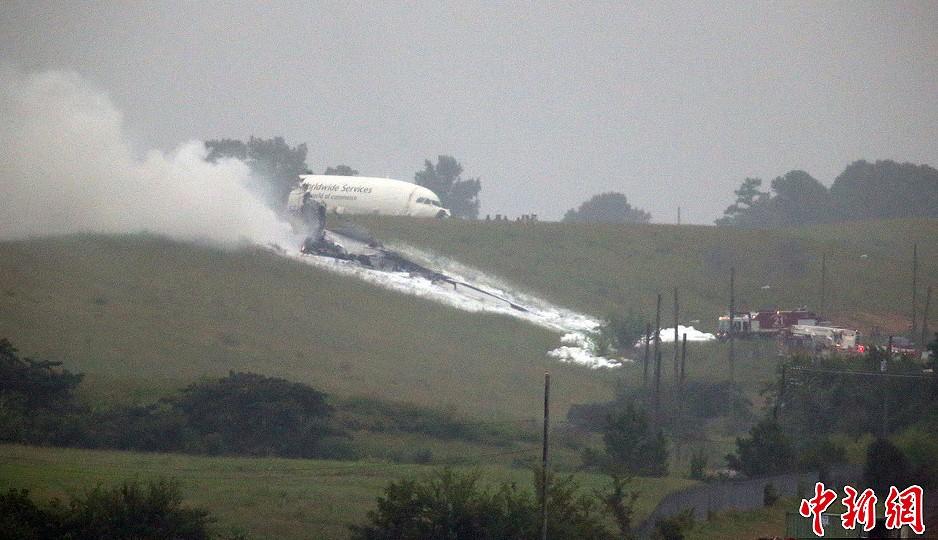 组图:美国一架ups货运飞机坠毁
