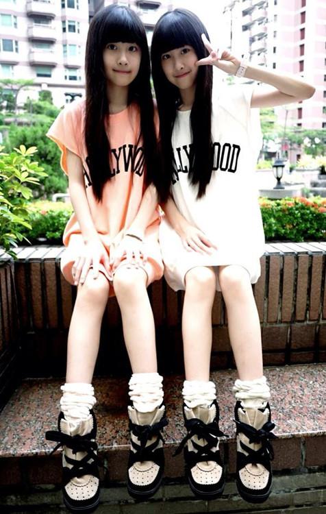 台湾萝莉双胞胎姐妹花走红 清纯可爱人人点赞(组图)