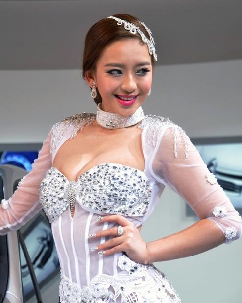 2013广州车展:魔鬼身材天使面孔