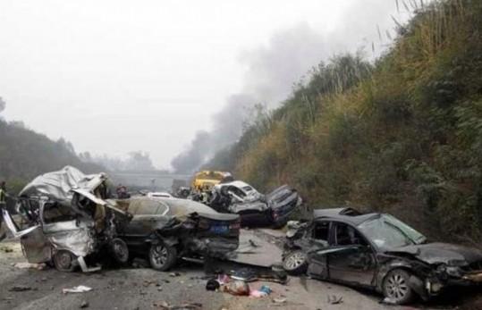 四川成自泸高速车祸已造成8死2