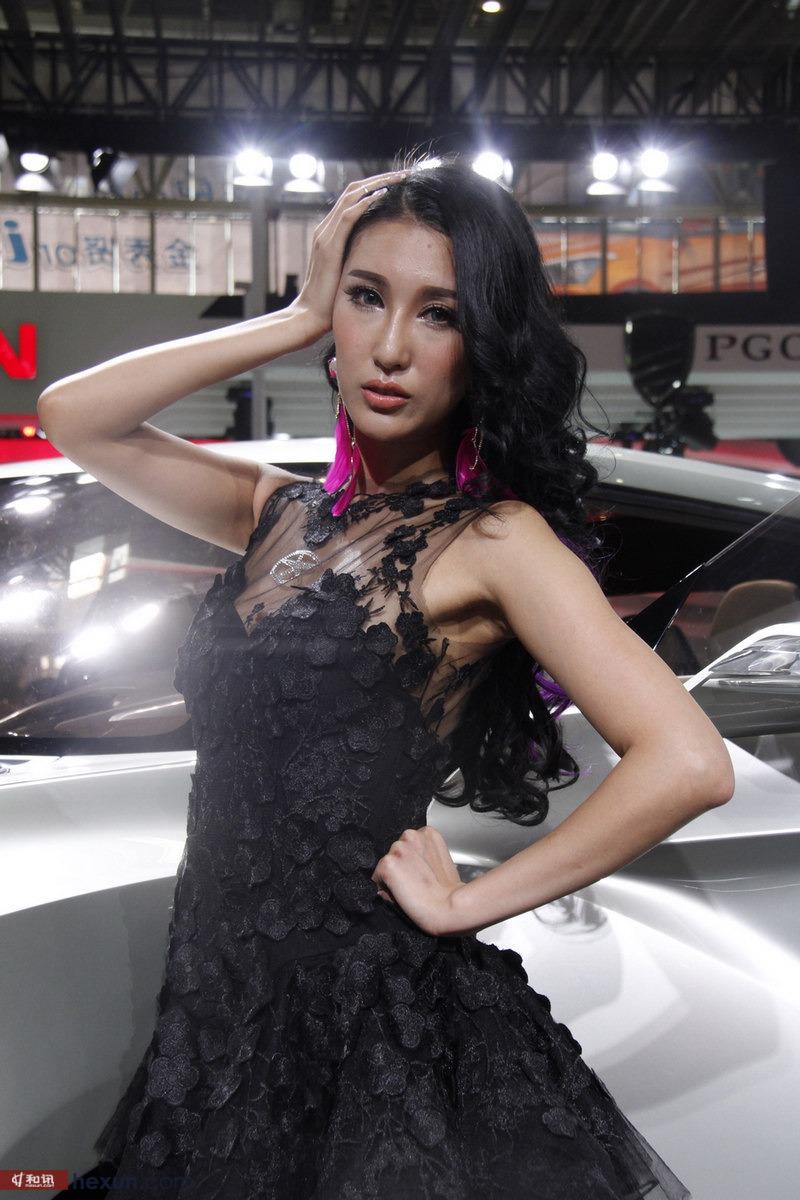 北京车展俏佳人 黑丝短裙惹火来袭
