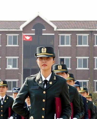 韩国军队中的漂亮女兵(图片来源网络)