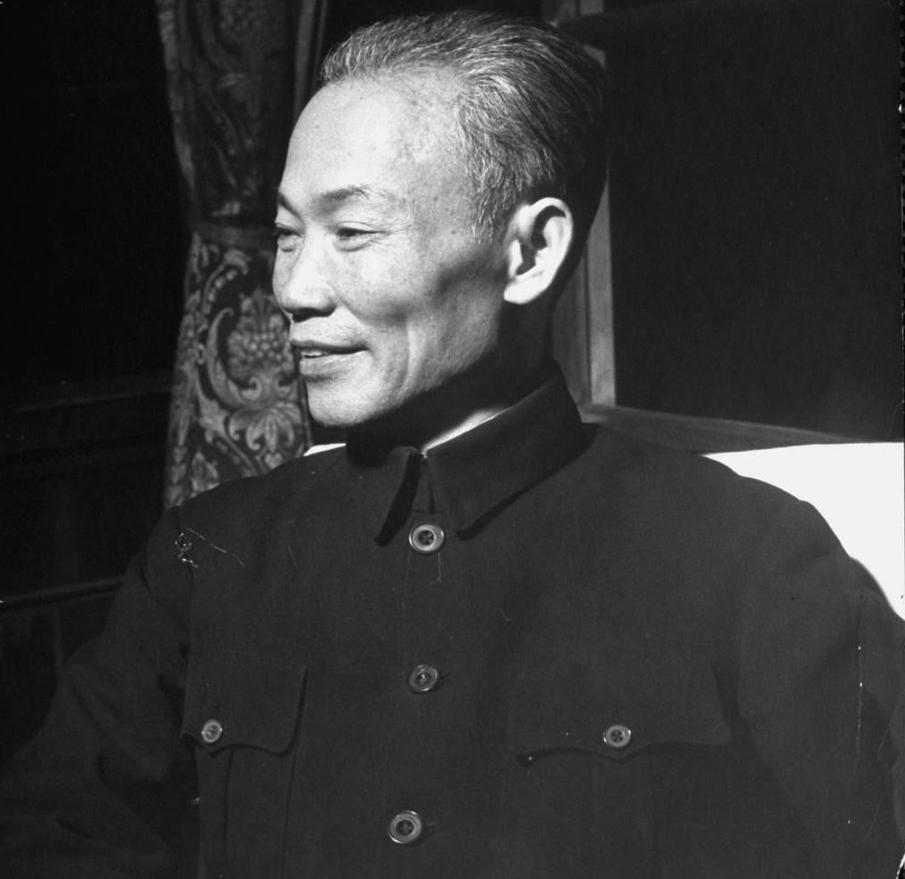 1949年国民党在台湾的政治人物(组图)-邓小平 中的国家领导人形象