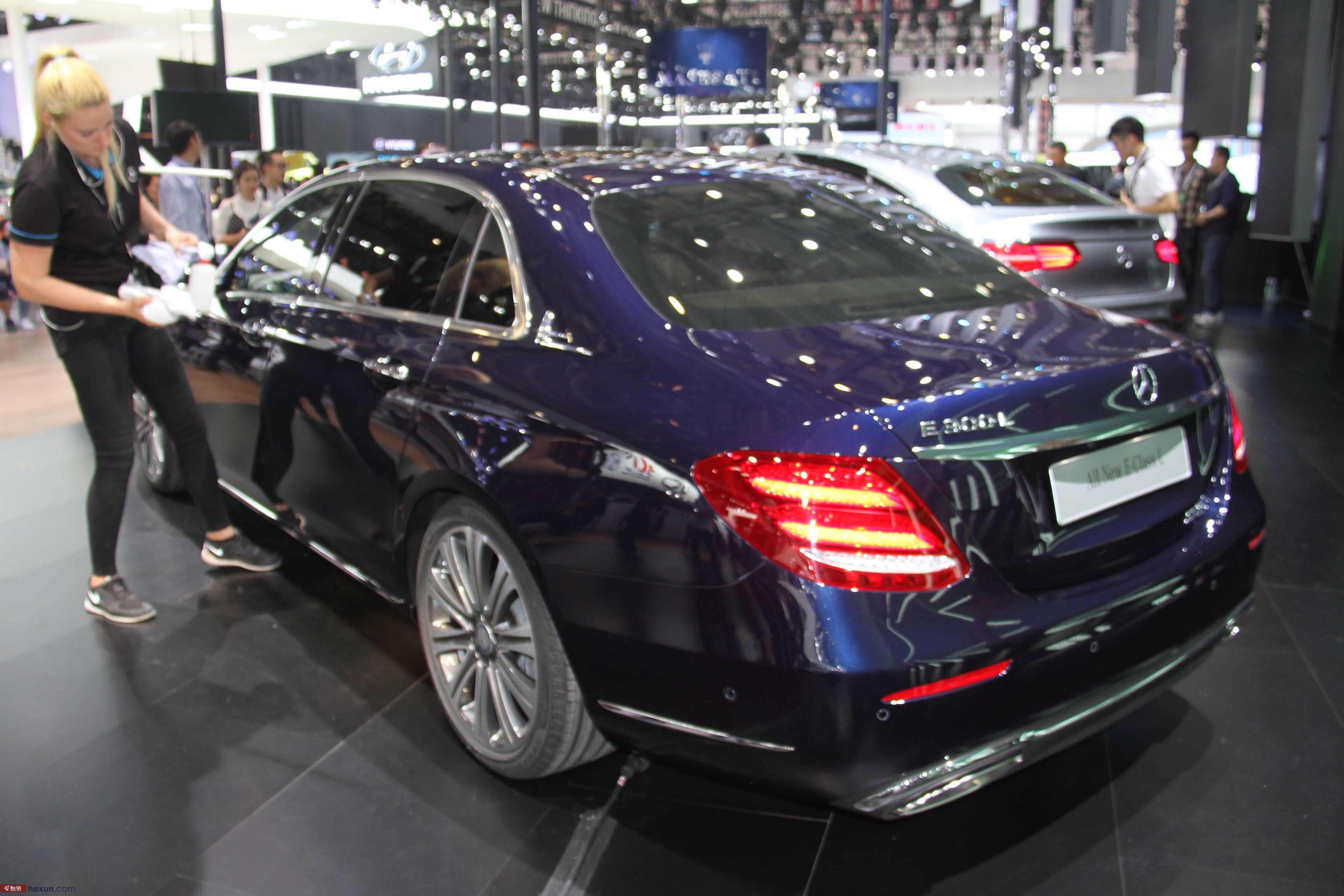 和讯汽车实拍北京车展国产奔驰新e级